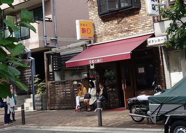 洋食の朝日(神戸花隈)大行列店のお気に入りビフカツにクリームコロッケ単品追加