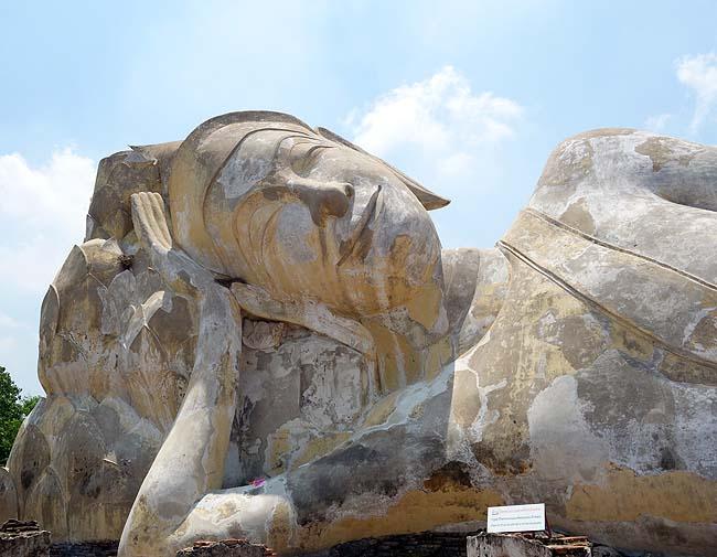 ワット・ローカヤスターラーム(タイアユタヤ)これだけ気持ちよさげに寝ている巨大涅槃像も世界他探してもお目にかかれないのでは?