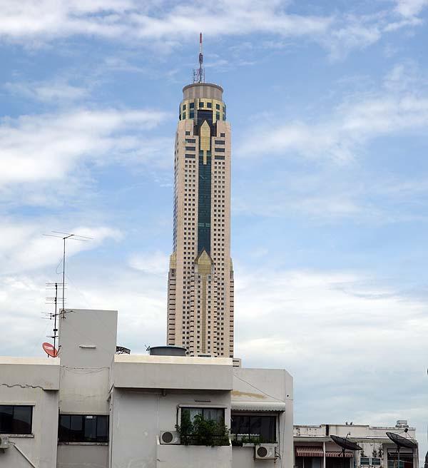この旅一番の贅沢はこれ!長らくタイ一番高いビルであったホテルに宿泊「バイヨークスカイホテル」