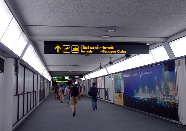 無事にタイへ入国できる?全く言葉がわからんままドンムアン空港に到着・ホテルチェックインどうする?