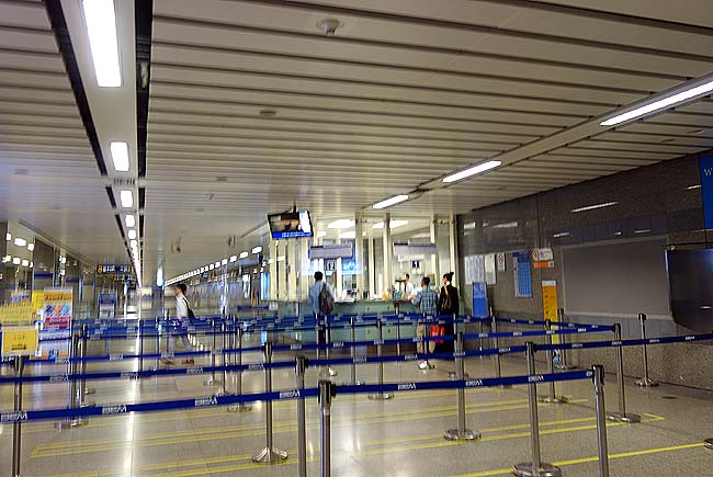 炎天下33度の蒸し暑い気温の中でドンムアン空港からバンコク市街地へ移動!コミュ障大丈夫か?