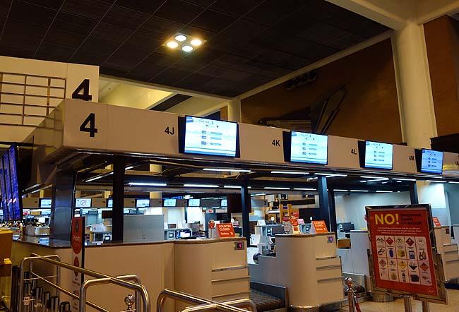 空港での出国はやっぱ言葉が分かり話せないとトラブルに巻き込まれるね・・・ギリギリになっちまった