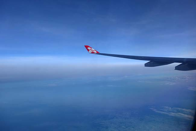 エアアジア直行便も朝を迎え機内食タイム♪日本上空を飛び抜けて新千歳空港へ無事辿り着く