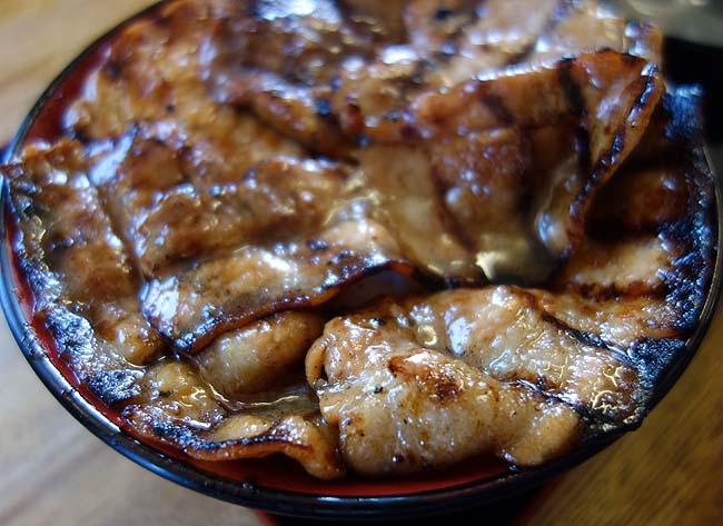 ぶたいち 帯広白樺店(北海道)炭火風味たっぷりの豚丼に味噌ラーメン(ミニ豚丼サービス)