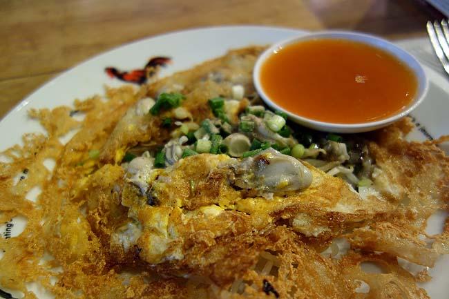 セントラル・エンバシー EATHAI[イータイ](タイ・プルンチット)バンコクのフードコートでは最高級!ホイトート[牡蠣のタイ風お好み焼き]