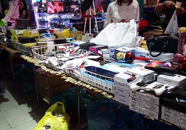 泥棒市場ってどんなもんが売ってるん?そしてバンコク最大の中華街屋台「ヤワラート」へ