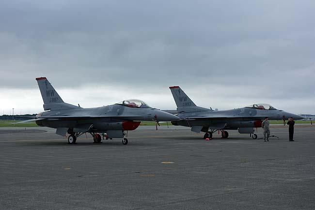 F-16ファイティングファルコンのアクロバット飛行は華麗すぎます♪