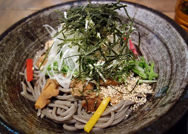 札幌ガッつけ蕎麦(北海道)ラー油入りの新感覚つけそば