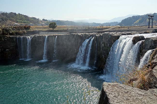 原尻の滝(大分)日本の滝100選に選ばれた阿蘇山が生み出した東洋のナイアガラと呼ばれる滝