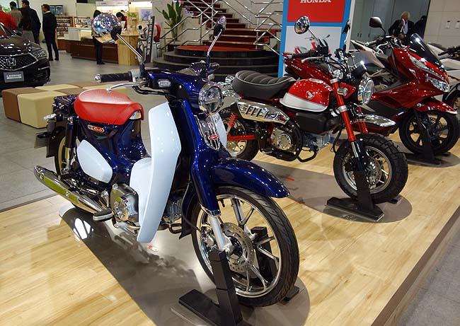 Honda ウエルカムプラザ青山(東京)ホンダの車・バイクが色々見学できアシモのショーも見られますよ♪