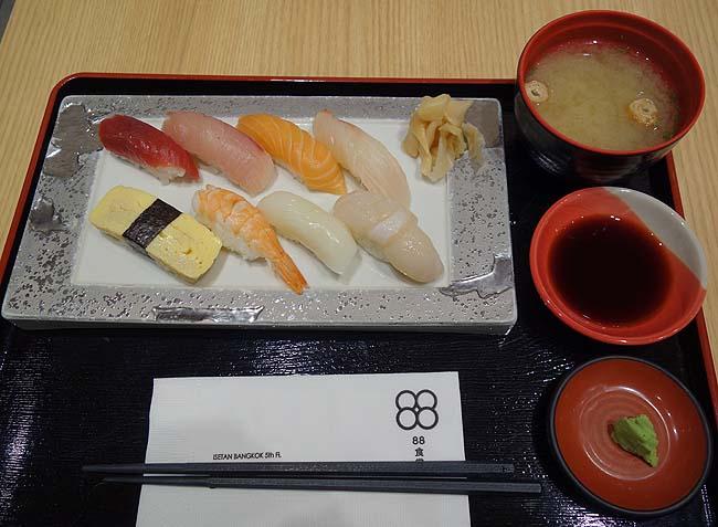 伊勢丹バンコク[フードコート88食堂](タイ)日本食が懐かしくって「六本木寿司 小松」の握り寿司セット
