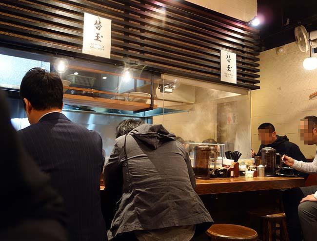 博多一双 博多駅東本店(福岡)この豚骨臭さと濃厚さは博多系らーめんでもドンピシャ好み!