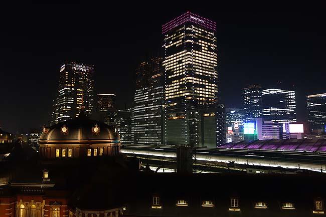 屋上庭園「KITTEガーデン」(東京丸の内)東京駅の綺麗な夜景を望むには開放感のある絶好のスポット