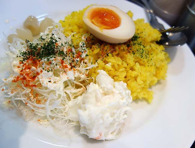 カレーは飲み物。 浅草店(東京)一大旋風を巻き起こしたカレー専門店チェーンでチキン赤カレー