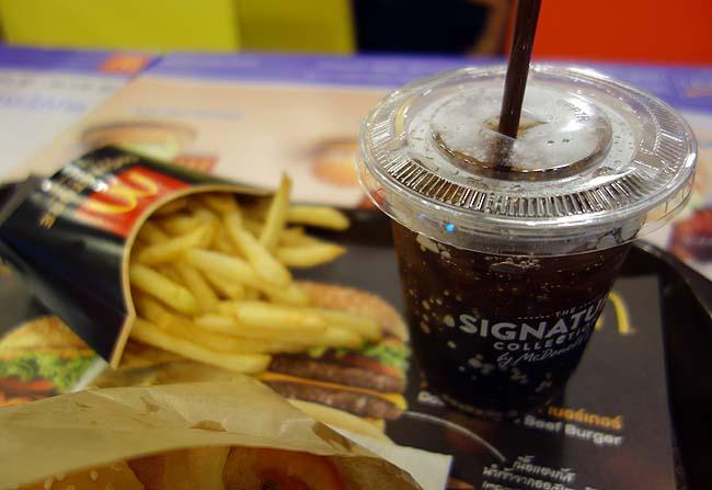 マクドナルド カオサン通り店 [McDonalds](タイバンコク)日本では味わえないとんどもないボリュームと高額なアンガス牛のスーパーダブルバーガー