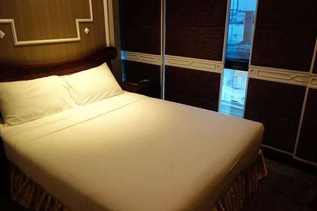 マジェスティック スイート ホテル(タイバンコクナナ)スクンビット通りのど真ん中!1泊4000円台の綺麗なバスタブ付き穴場ホテル