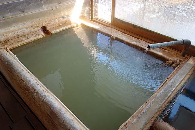 万象の湯(大分)長湯温泉らしい炭酸シュワシュワのヌルメ源泉100%かけ流しの当時宿で宿泊