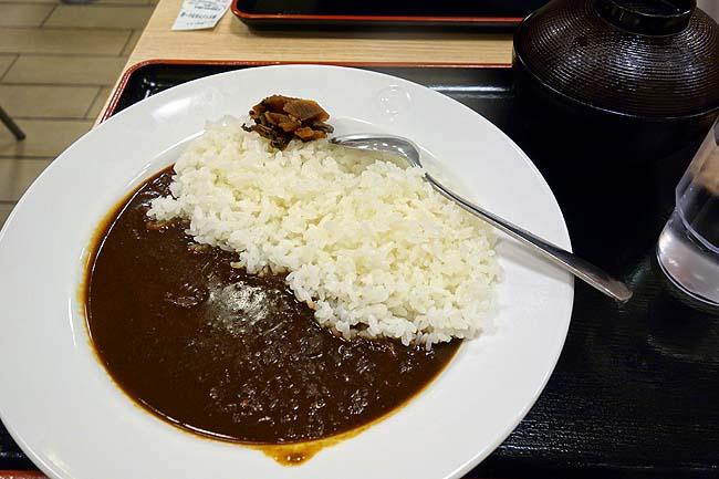 松屋 買物公園通店(北海道旭川)いつも食べる大好きなカレーとここの牛丼はひっさしぶりに食べてみた