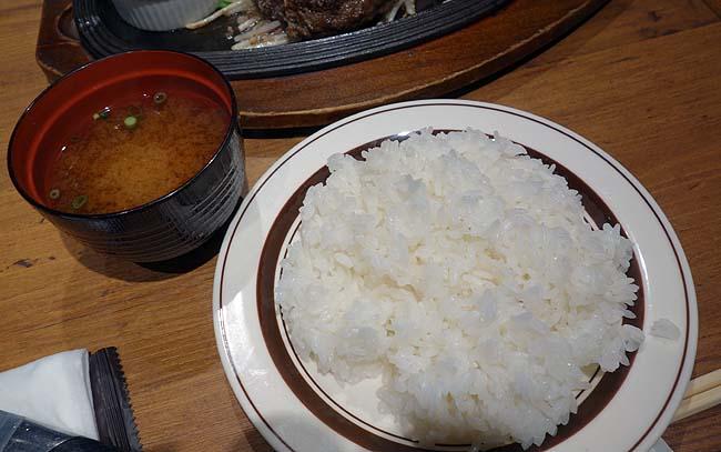 ミート矢澤(東京五反田)大人気行列店の100%黒毛和牛ハンバーグはさすがの旨味!
