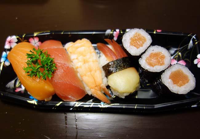 NAEKI SUSHI[なえきすし](タイバンコク・サイアム駅)駅構内にあるテイクアウト専門の寿司屋さん
