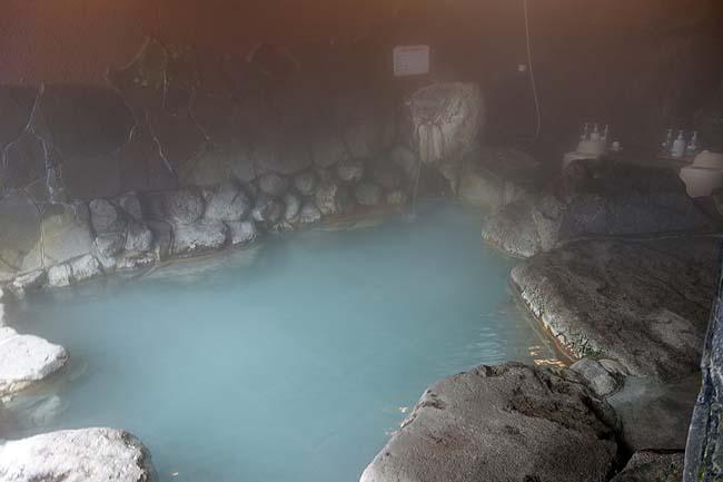 別府明礬温泉 岡本屋旅館(大分)青磁色の神秘の露天風呂はまさに最高峰!この硫黄泉には癒されるわ[施設編]