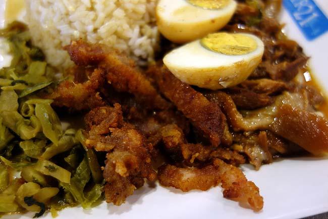 ターミナル21(タイ・アソーク)バンコクナンバー1充実フードコート1で豚煮込みご飯「カオカームー」