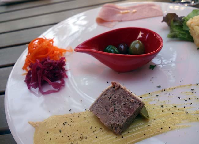 プティ サレ{Ptit sale}(北海道札幌赤レンガテラス)昼から泡を呑むぜ!前菜5種盛りのおつまみプレートランチ