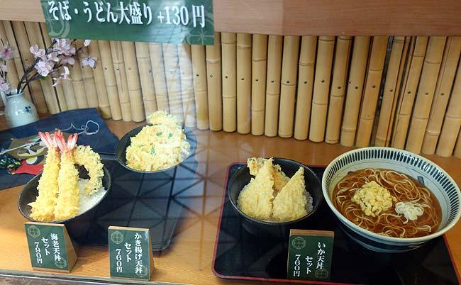 本家しぶそば(東京)渋谷の駅立ち食いそばはその大人気っぷりが分かる「もりそば」