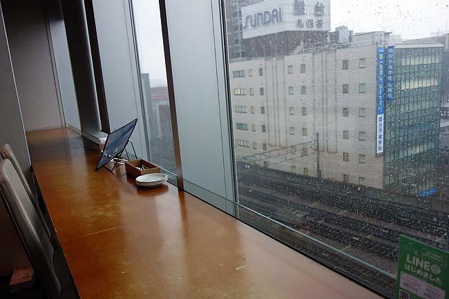 サントリーズガーデン 昊[そら](北海道札幌)景色のええ窓際カウンター席でふわふわオムライス