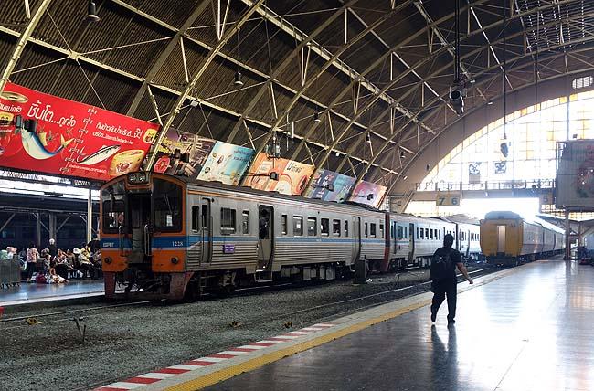 タイ国鉄に乗り込みローカル鉄道の旅へ出発!その行き先はいずこへ?