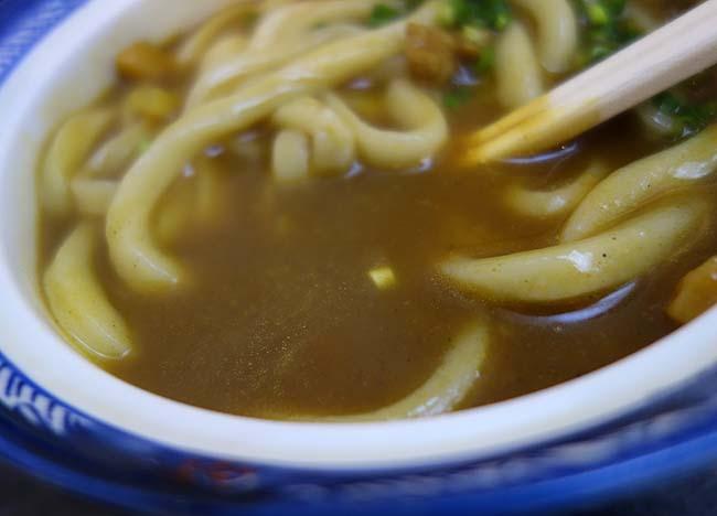 手打ちうどん 鶴丸(香川)讃岐うどん王国の高松市ではナンバー1のカレーうどんです