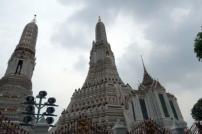 バンコクを象徴する巨大建築物「ワット・アルン」~しかしやっぱ日中に外を出歩くのは過酷過ぎる