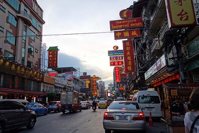 バンコク最大の中華街「ヤワラート」は日本の中華街では絶対にない雰囲気やね(タイ)