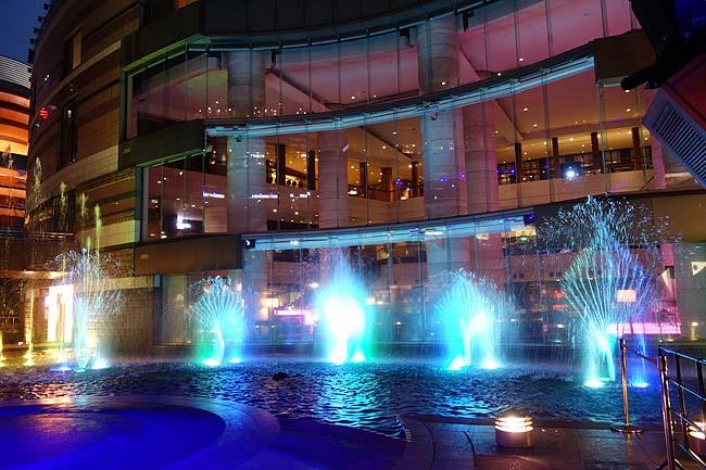 夜はキャナルシティ博多へ豚骨らーめんを食いに♪噴水とプロジェクションマッピングショーを満喫