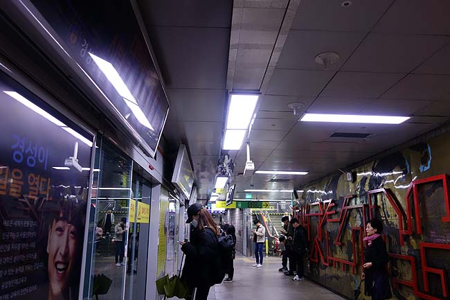 ホテル無料朝食食って地下鉄・路線バスを乗り継ぎ岸壁にある巨大B級パワースポット!「海東龍宮寺」へ
