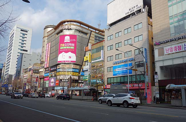 12皿以上のおかずが並ぶ24時間営業韓式定食そしてなぜ日系チェーンのホテルを選択?