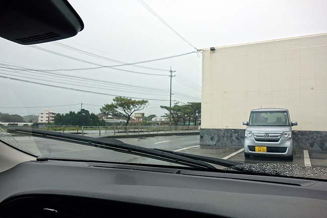 本日はレンタカー返却日那覇へ戻ります~しかし空は完全に土砂降り模様でどう行動するか