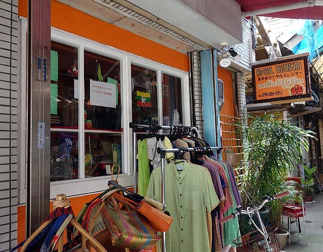 那覇レトロな商店街「栄町市場」をブラつき今日からお世話になる宿へ・・・憂鬱になったゾ