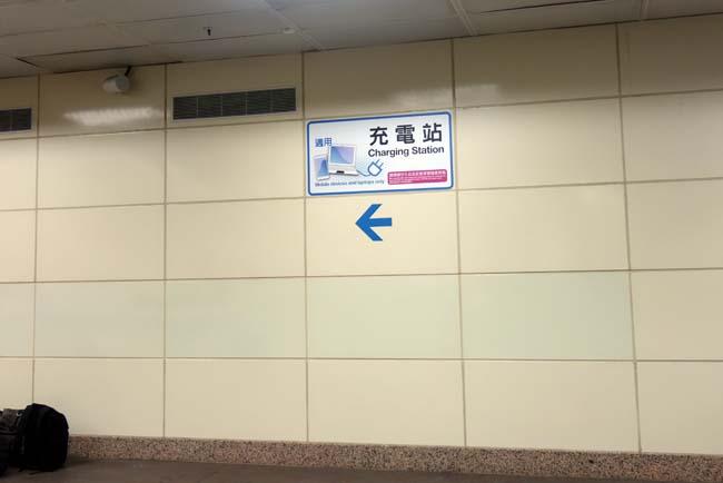 台北駅をぶらぶらしながら本日の宿へチェックイン!1泊1300円の安宿ドミトリーはどんなもんか?