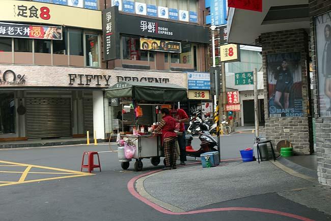 台湾マクドナルドで朝食♪そして台湾一有名な「鼎泰豊」で小籠包・チャーハン・ワンタンそば