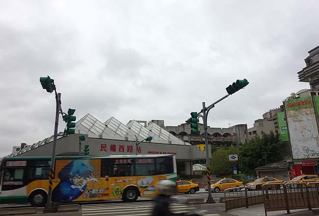 ネットのブログ情報を鵜呑みにしていると泣きを見るね・・・ローカル路線バスで台湾一のB級珍スポット?「金剛宮」へ