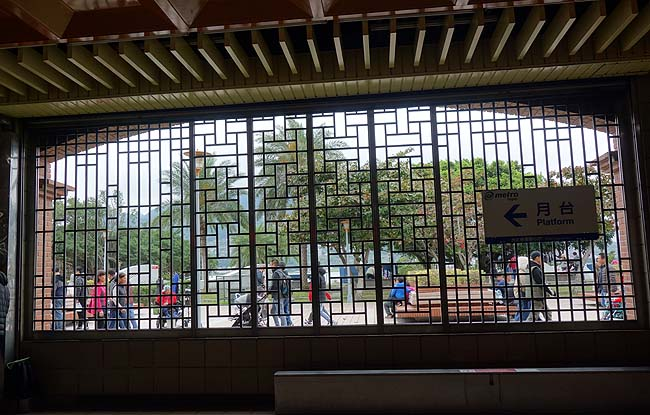 台湾一のB級珍寺なのか?日本じゃ絶対にお目にかかれない怪しいお寺「金剛宮」は素晴らしい!