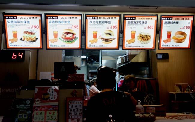 台北駅2Fのフードコートは利用しやすいけどイマイチ値段と味が気に喰わない?「一鼎?仔煎」