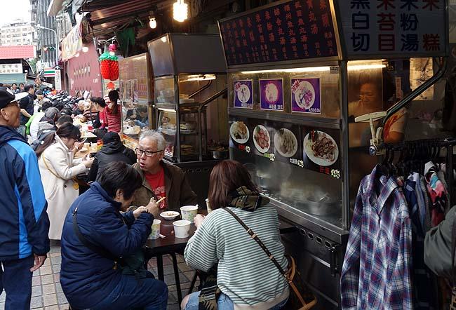 台北ローカルな市場と街並みを眺めながら約5㎞のぶらり街散歩♪日本と違うこの風景が最高だ