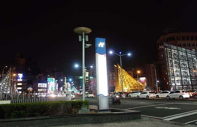 夜市めぐりは高雄でも!高雄一番人気の「六合夜市」で海鮮屋台&鉄板チャーハン