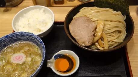 【横浜おっさん一人旅13日目】東京つけ麺の大人気行列店「六厘舎」各駅前で展開する「舎鈴」と東京駅の朝ラータイムつけ麺を食べ比べてみた
