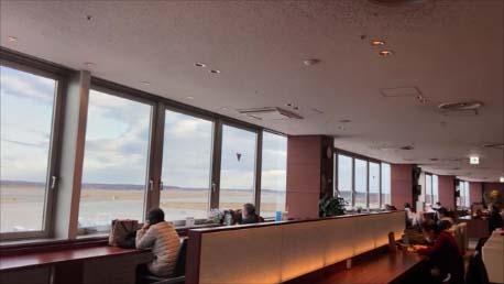 【新千歳空港カードラウンジ】スーパーラウンジで離着陸する航空機を眺めながらのノマドワーク:ソフトドリンク飲み放題
