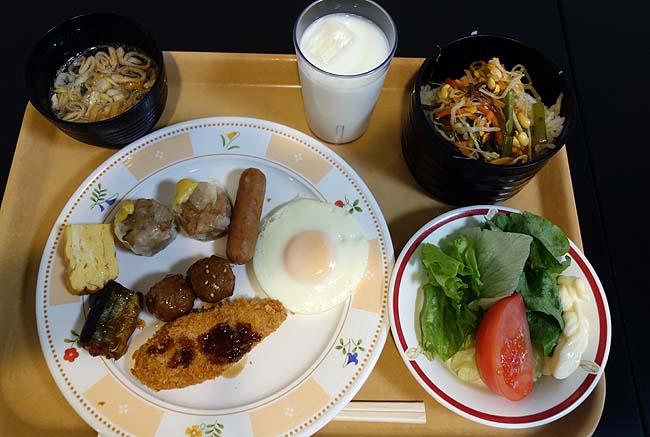 ホテル朝食バイキング食ってチェックアウト後は青森駅周辺ぶらり散歩♪