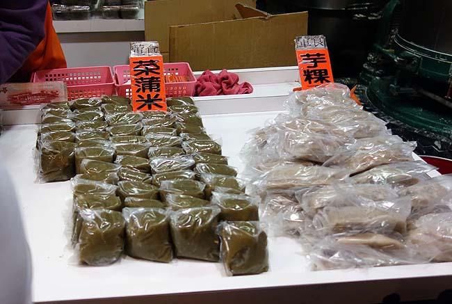 「九?」(ジゥフェン)で名物のタロイモ団子スイーツと草餅をいただく♪そして「黄金博物館」なる場所へ!
