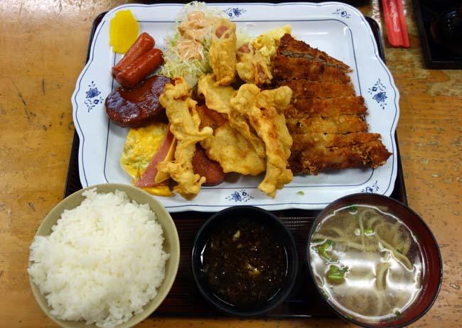 初沖縄の相方なんでメジャーな観光地「首里城」へ♪その前に沖縄大衆食堂でボリュームたっぷり朝食